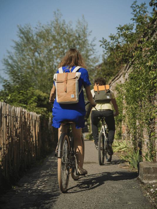 Un couple parcourt le food tour Flandres à vélo